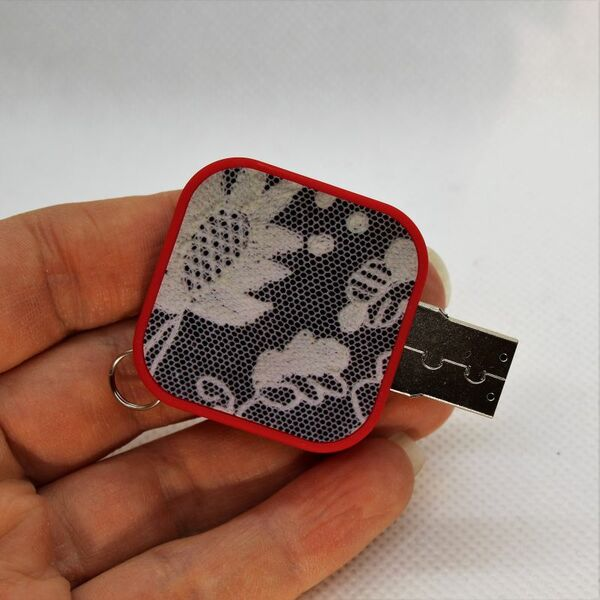USB-muistitikku 4 GB